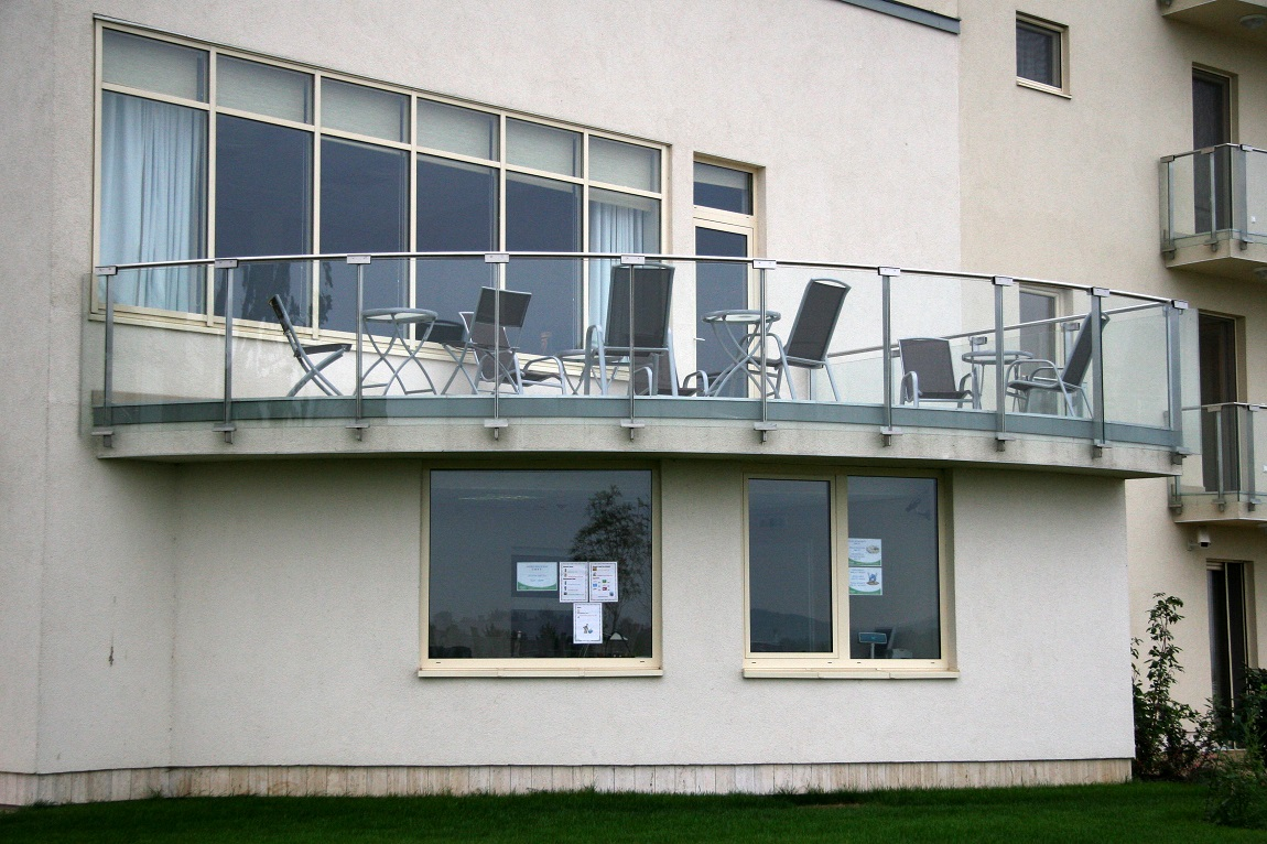 Terrace railing with glass inserts