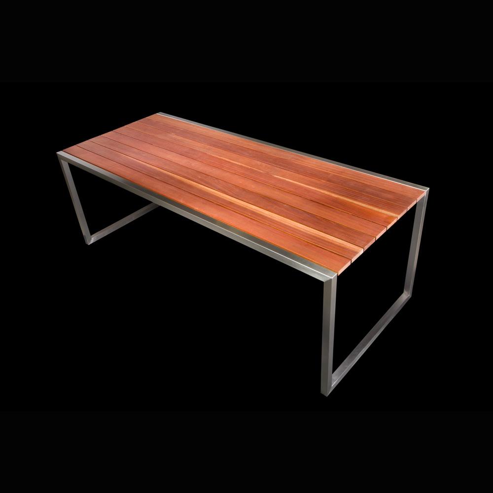 Rozsdamentes kerti asztal, mahagóni lappal