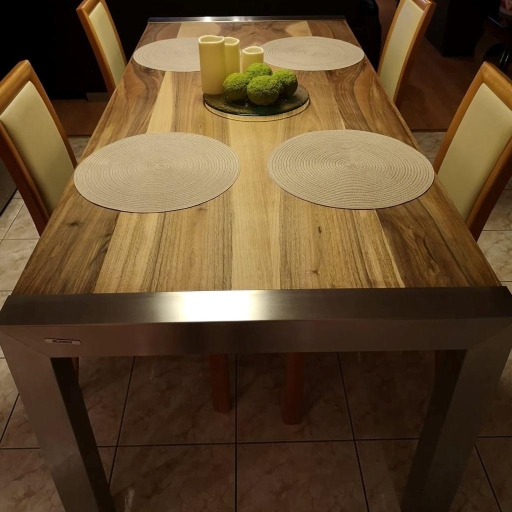 Étkezőasztal rozsdamentes vázzal