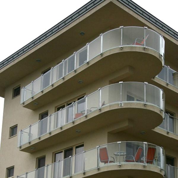 Saválló üvegbetétes erkély korlát